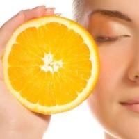 Применение косметики с витамином С в летнее время